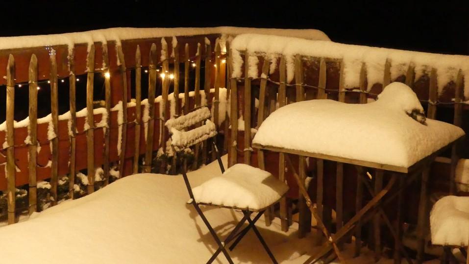 Terrasse du gîte sous la neige