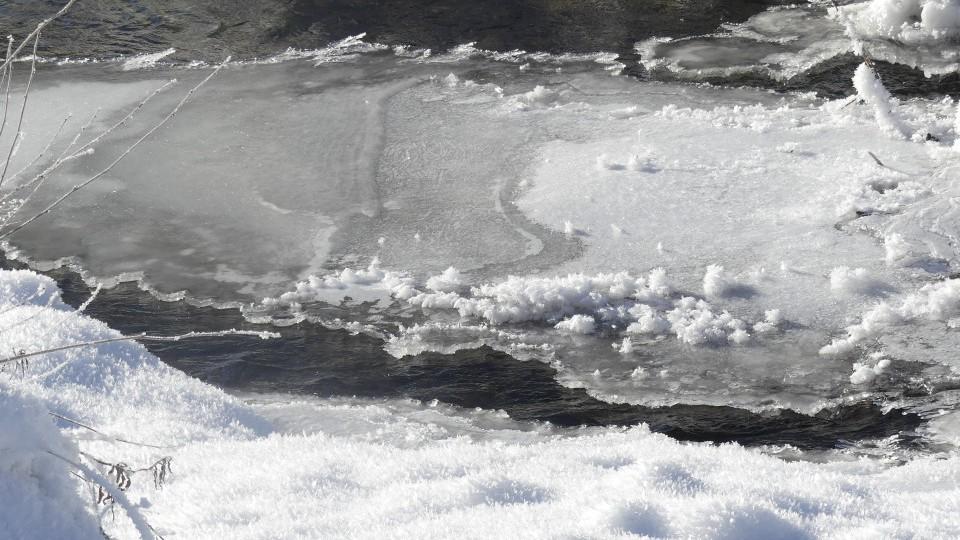 un lac givré
